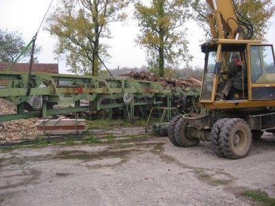 Aufsetzarbeiten von Sortiersträngen am Betonfundament