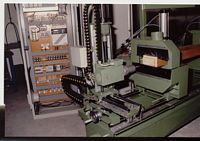 CNC- gesteuerte, doppelseitige Zapfenfräsmaschine